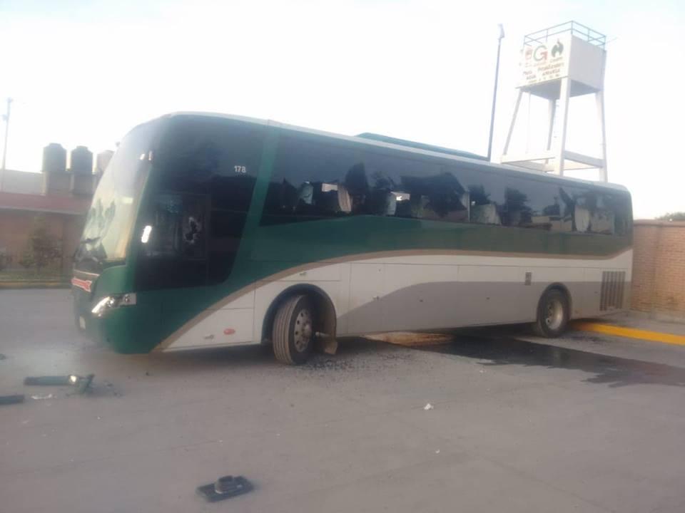 Alumnos de Normal de Tenería secuestran autobuses