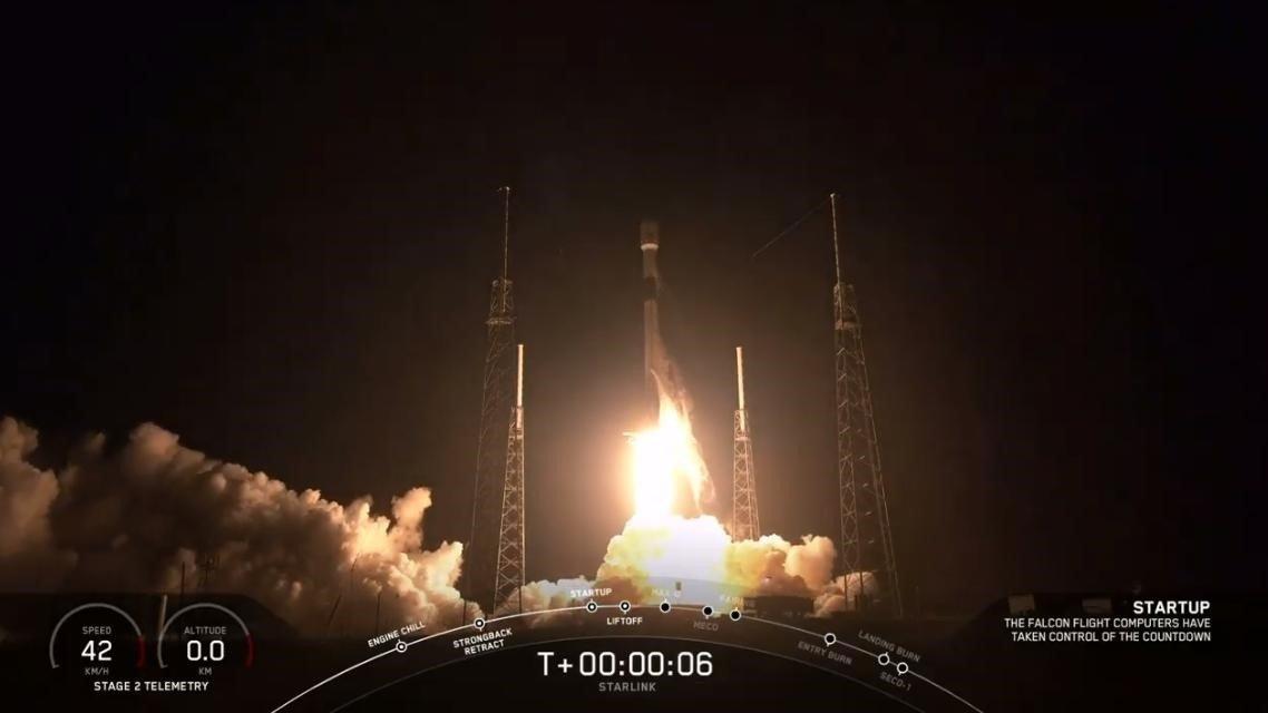 Lanza SpaceX su cuarto lote de satélites Starlink que transmiten Internet