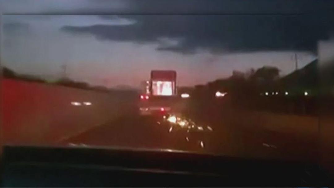 Roba tráiler e impacta varios vehículos en Monclova, Coahuila