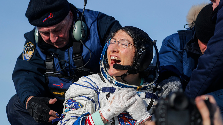Astronauta estadounidense bate el récord femenino de permanencia en el espacio regresó a la Tierra
