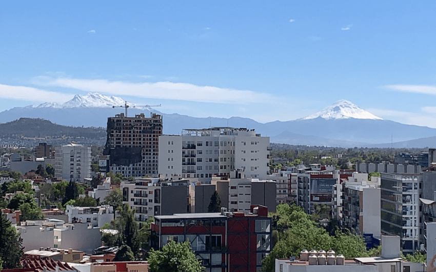 Popocatépetl e Iztaccíhuatl amanecen cubiertos de nieve
