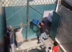 Sujeto golpea a su madre con un garrafón en Ixtapaluca (video)
